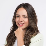 Claudia Lopez - Mortgage Real Estate Broker in Montréal for Multi-Prêts